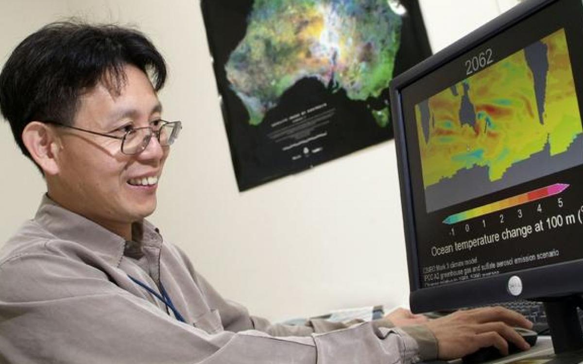 Giáo sư Cai Wenju, người đứng đầu trung tâm nghiên cứu của CSIRO có dự án hợp tác với Phòng thí nghiệm biển Thanh đảo của Trung Quốc.