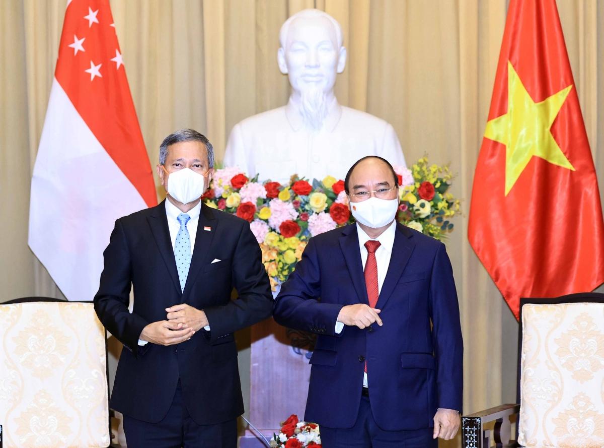 Chủ tịch nước Nguyễn Xuân Phúc tiếp Bộ trưởng Ngoại giao Singapore Vivian Balakrishnan đang có chuyến thăm Việt Nam.