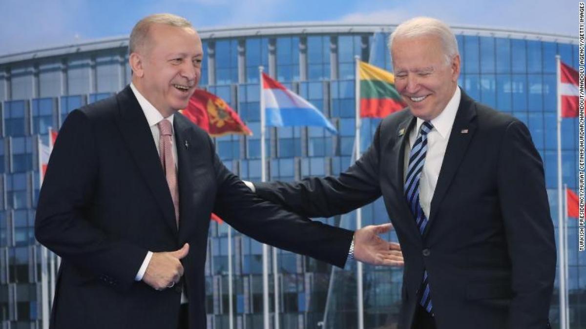Tổng thống Thổ Nhĩ Kỳ Tayyip Erdogan và Tổng thống Mỹ Joe Biden. Ảnh: CNN