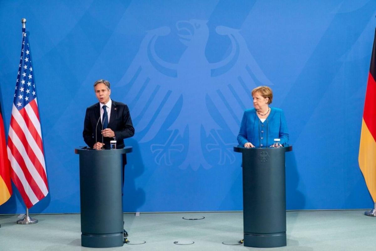 Ngoại trưởng Mỹ Antony Blinken (trái) và Thủ tướng Đức Angela Merkel (phải) trong buổi họp báo chung ở Berlin hôm 23/6. Ảnh: AP