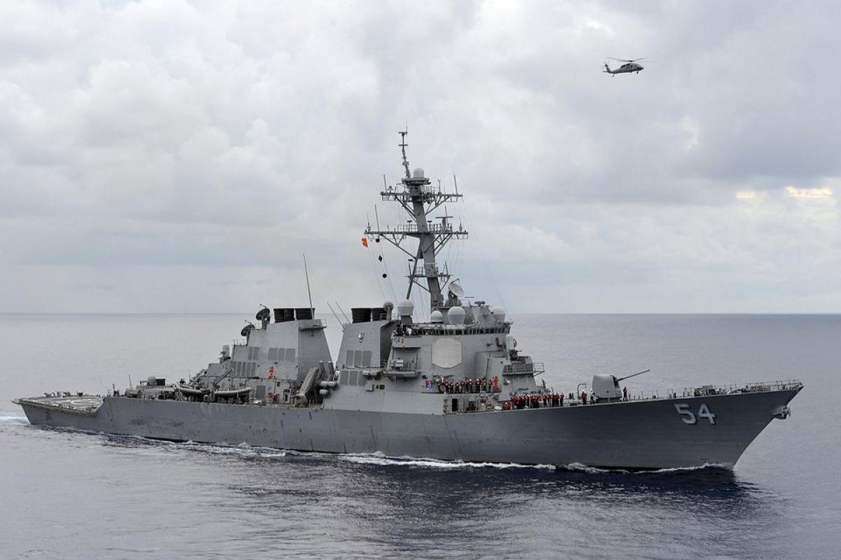 Tàu khu trục có tên lửa dẫn đường USS Curtis Wilbur của Hải quân Mỹ. Ảnh: Reuters