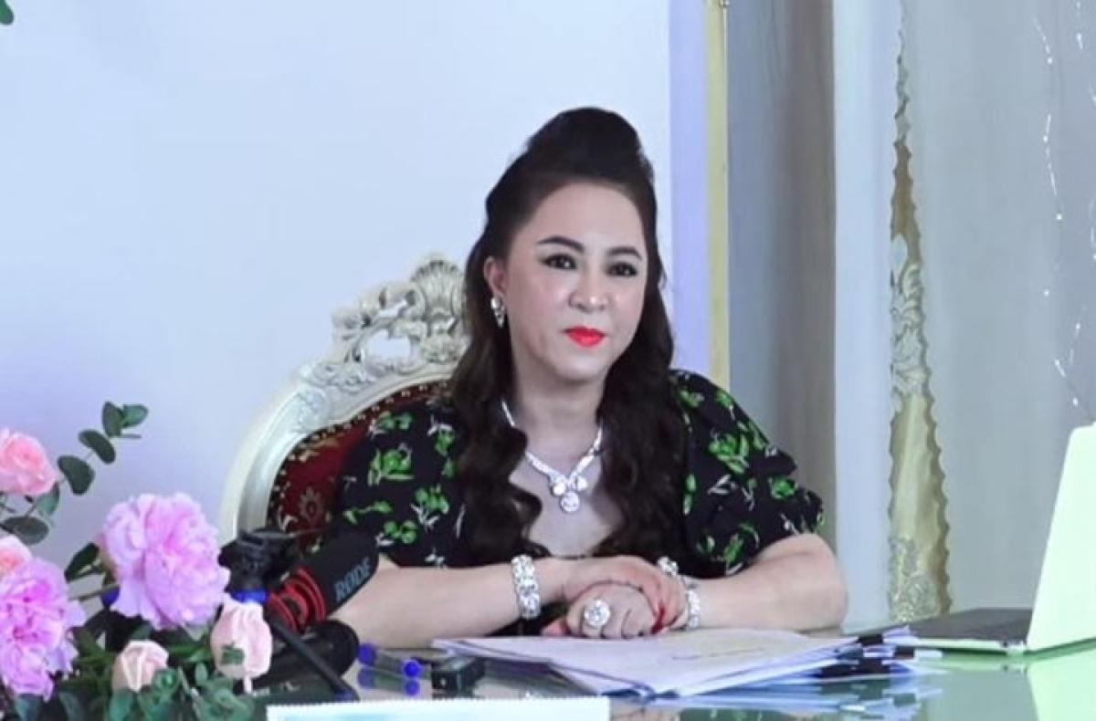 Bà Nguyễn Phương Hằng trong một cuộc livestream