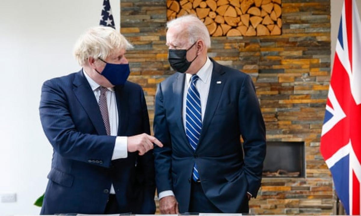 Thủ tướng Anh Boris Johnson hội đàm với Tổng thống Mỹ Joe Biden. Ảnh: The Guardian