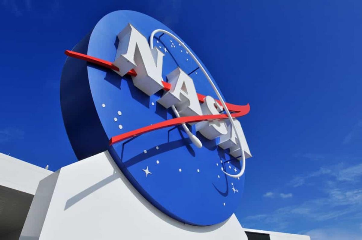 Hiện vẫn chưa có kế hoạch thăm dò hành tinh này mặc dù NASA đã thông báo về ý định phóng 1 tàu thăm dò tới đây vào năm 2035.