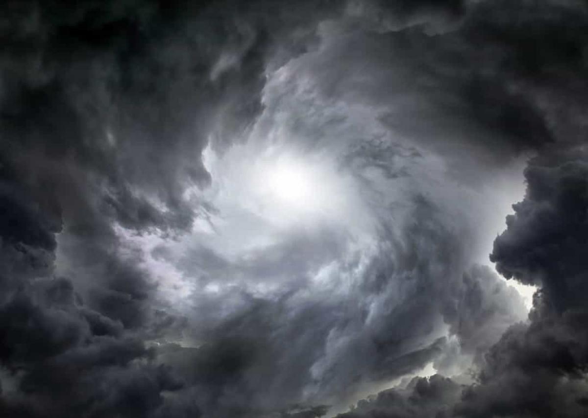 Theo các nhà khoa học, tốc độ gió trên hành tinh này có thể lên tới 900km/h. Nhiệt độ của nó cũng rất khắc nghiệt khi có thể rơi xuống âm 200 độ C.