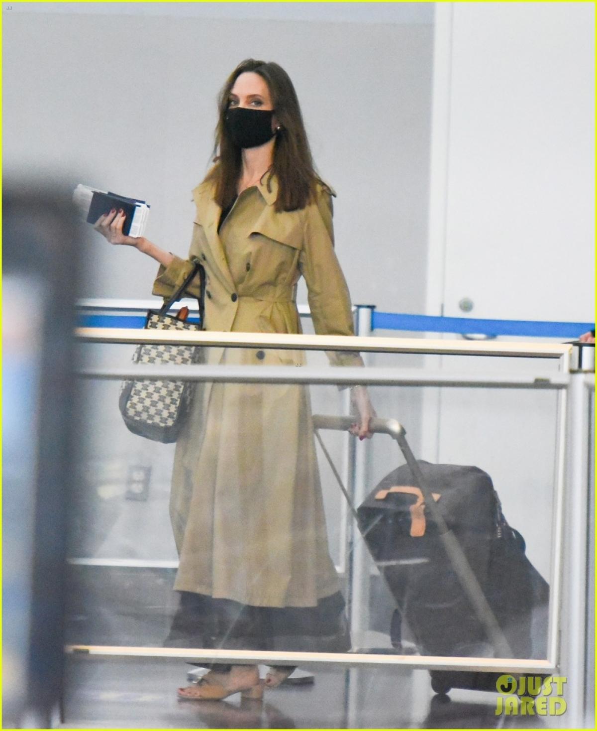 Dễ dàng nhận thấy, Angelina Jolie trông gầy hơn hẳn so với trước.