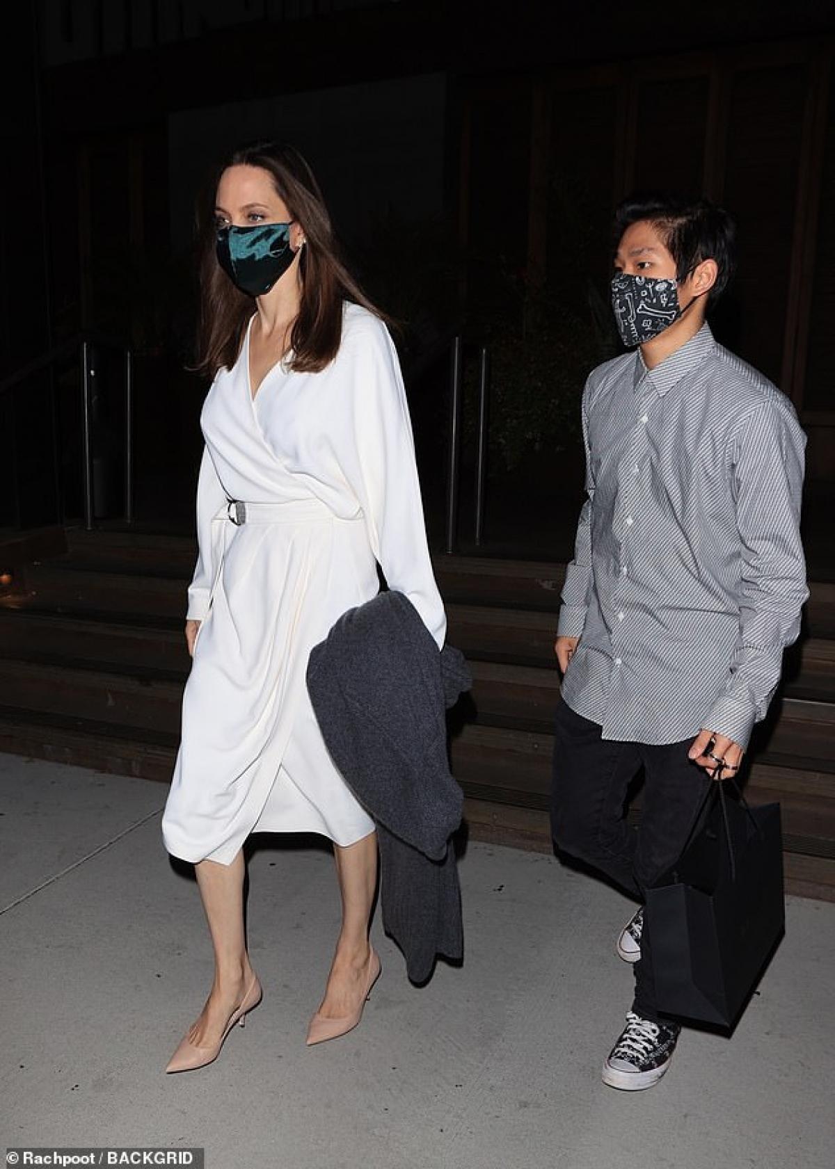Angelina Jolie gây chú ý với vóc dáng ngày càng gầy gò.