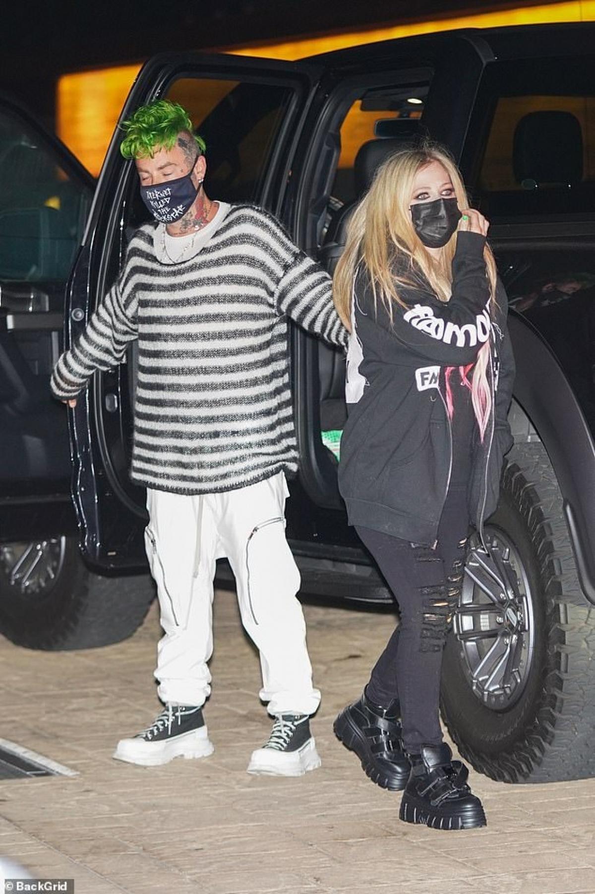 Avril Lavigne đã trải qua 2 cuộc hôn nhân tan vỡ trước khi đến với Mod Sun.