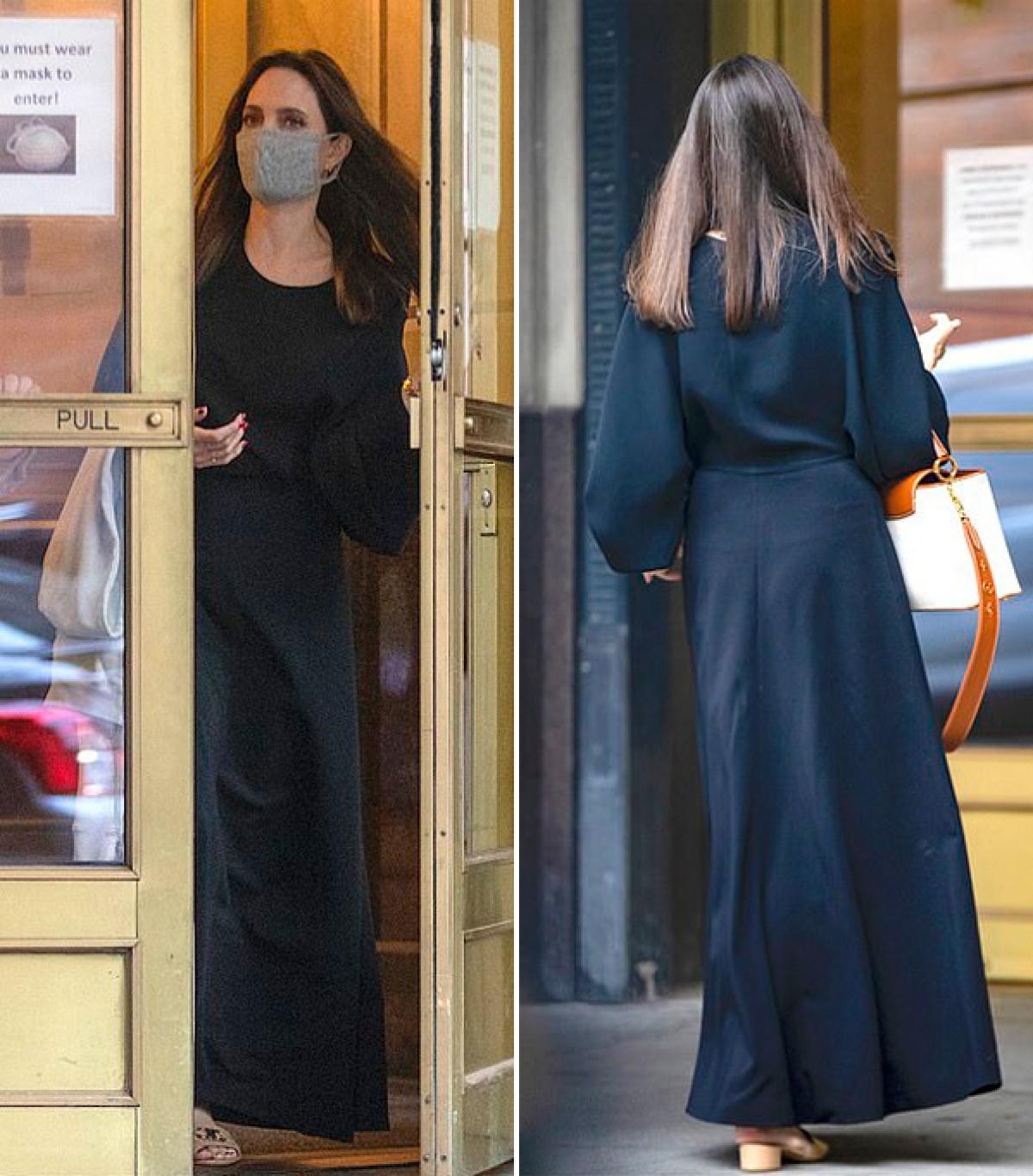 """Trước câu hỏi của MC Justin Sylvester về việc cô có những tiêu chuẩn khắt khe khi tìm bạn đời không, Angelina Jolie đáp: """"Tôi có lẽ có một danh sách rất dài chứ. Tôi đã ở một mình quá lâu rồi""""./."""
