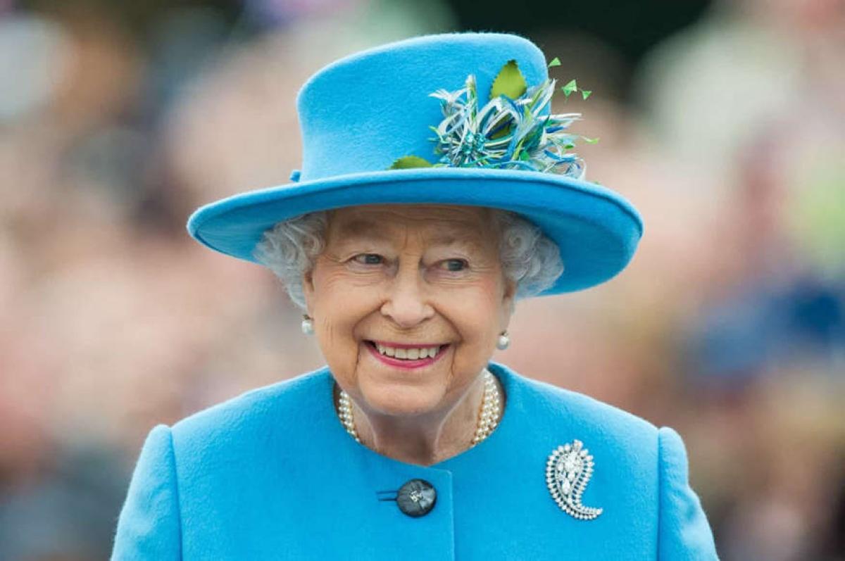 Nữ hoàng Elizabeth II. Elizabeth trở thành nữ hoàng vào năm 1952, sau cái chết của cha. Năm 2015, bà đã vượt qua Nữ hoàng Victoria để trở thành quân vương trị vì lâu nhất của Anh. Bà hiện đã nắm giữ vương quyền hơn 69 năm.