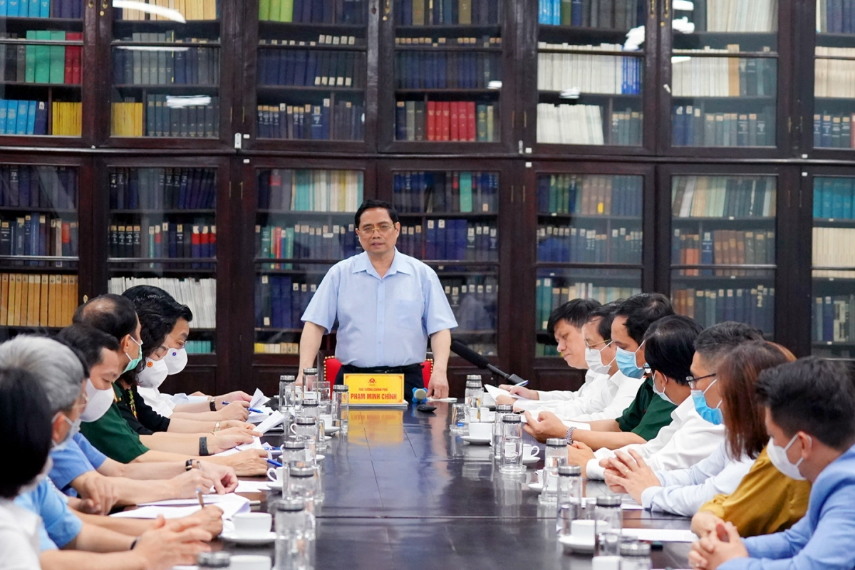Thủ tướng Phạm Minh Chính làm việc với lãnh đạo Viện Vệ sinh dịch tễ TW