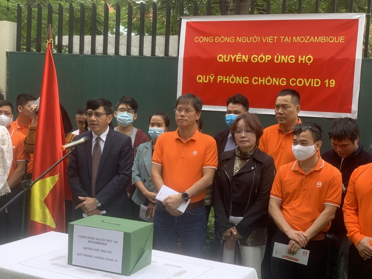 Đại sứ Lê Huy Hoàng phát biểu kêu gọi cộng đồng người Việt tại Mozambique tham gia ủng hộQuỹ Vaccine phòng, chống COVID-19.