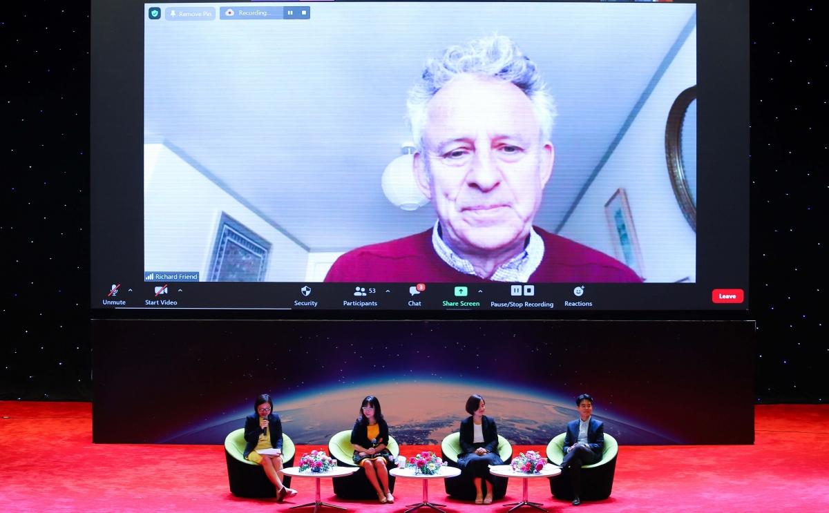 Một buổi webinar chia sẻ thông tin về Giải thưởng VinFuture và quá trình đề cử tới các nhà khoa học, nhà nghiên cứu trên thế giới.