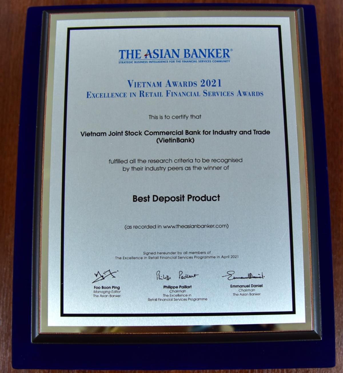 """Bằng chứng nhận """"Sản phẩm tiền gửi tốt nhất"""" của VietinBank."""
