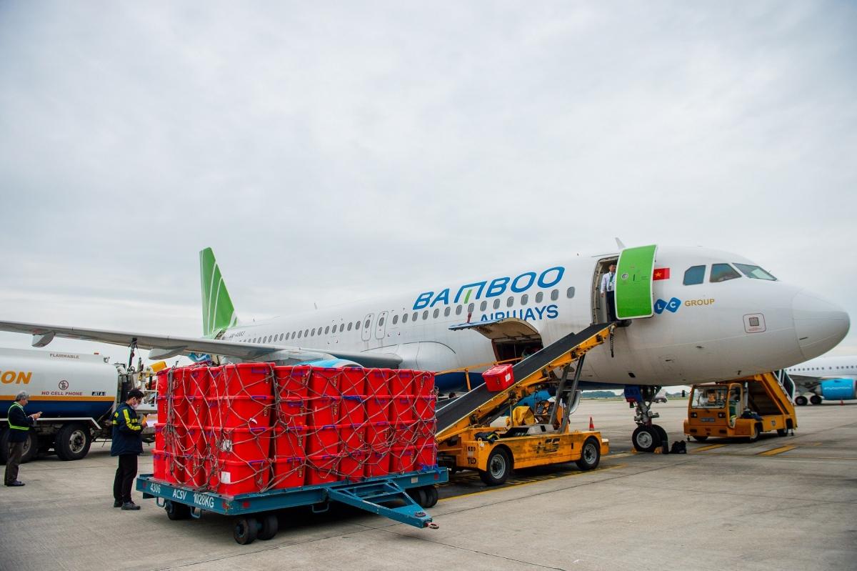 Bamboo Airways vận chuyển miễn cước 100 tấn hàng hoá y tế, nhu yếu phẩm trong 2020.