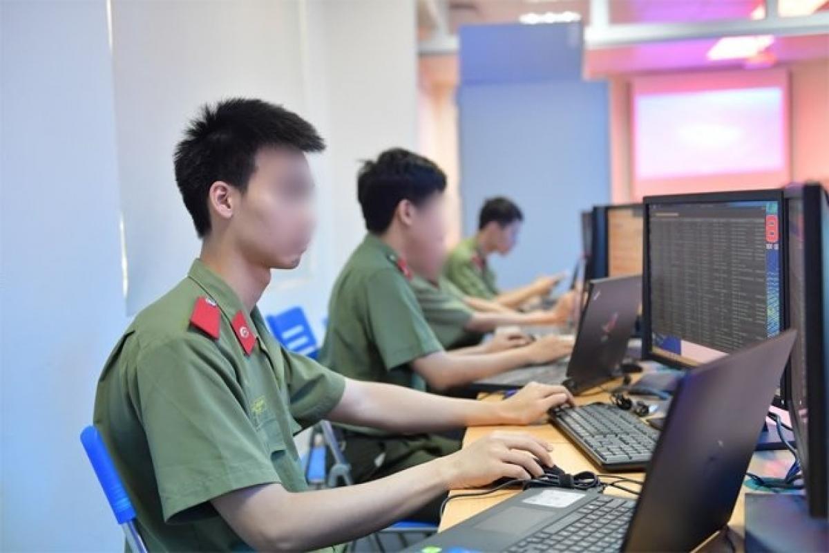 Cán bộ, chiến sĩ Cục An ninh mạng và phòng, chống tội phạm sử dụng công nghệ cao. (Ảnh: Phạm Thành)