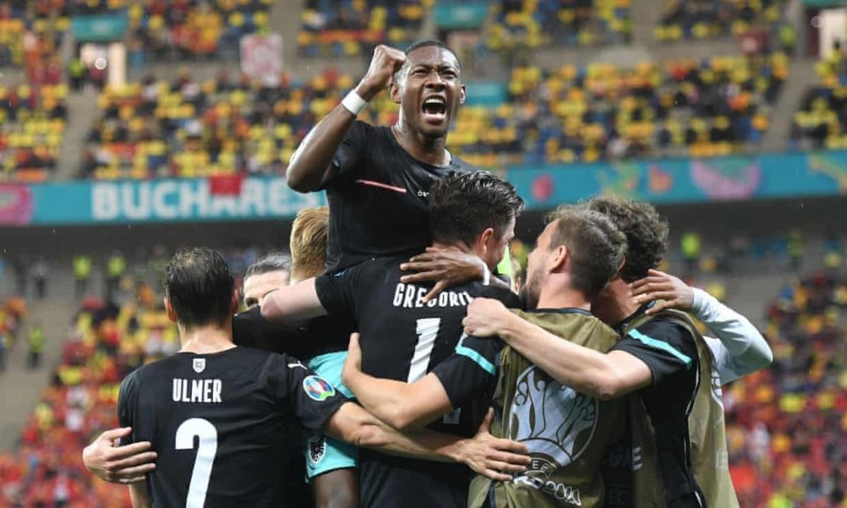 Alaba tỏa sáng đúng lúc sau khi mắc sai lầm để giúp Áo giành trọn 3 điểm trước Bắc Macedonia. (Ảnh: Reuters)