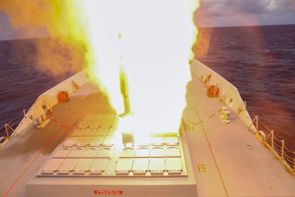 Tàu khu trục HMAS Hobar của Hải quân Australia phóng tên lửa SM-2 gần Hawaii trong một cuộc tập trận ngày 24/8/2020. Ảnh: Hải quân Hoàng gia Australia.