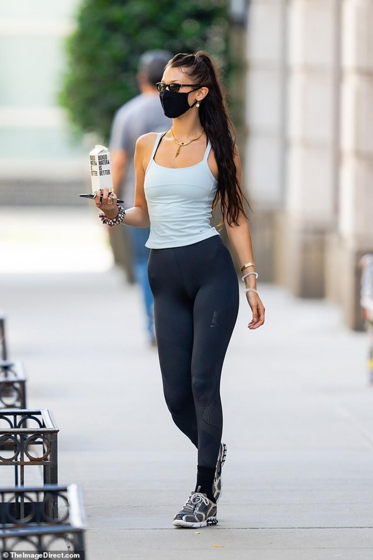 Bella Hadid một mình đến phòng tập gym ở New York ngày 15/6.