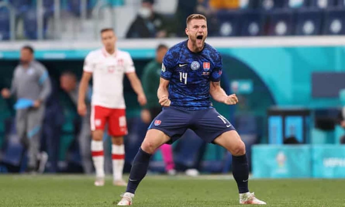 Skriniar mang về chiến thắng cho Slovakia. (Ảnh: Getty)