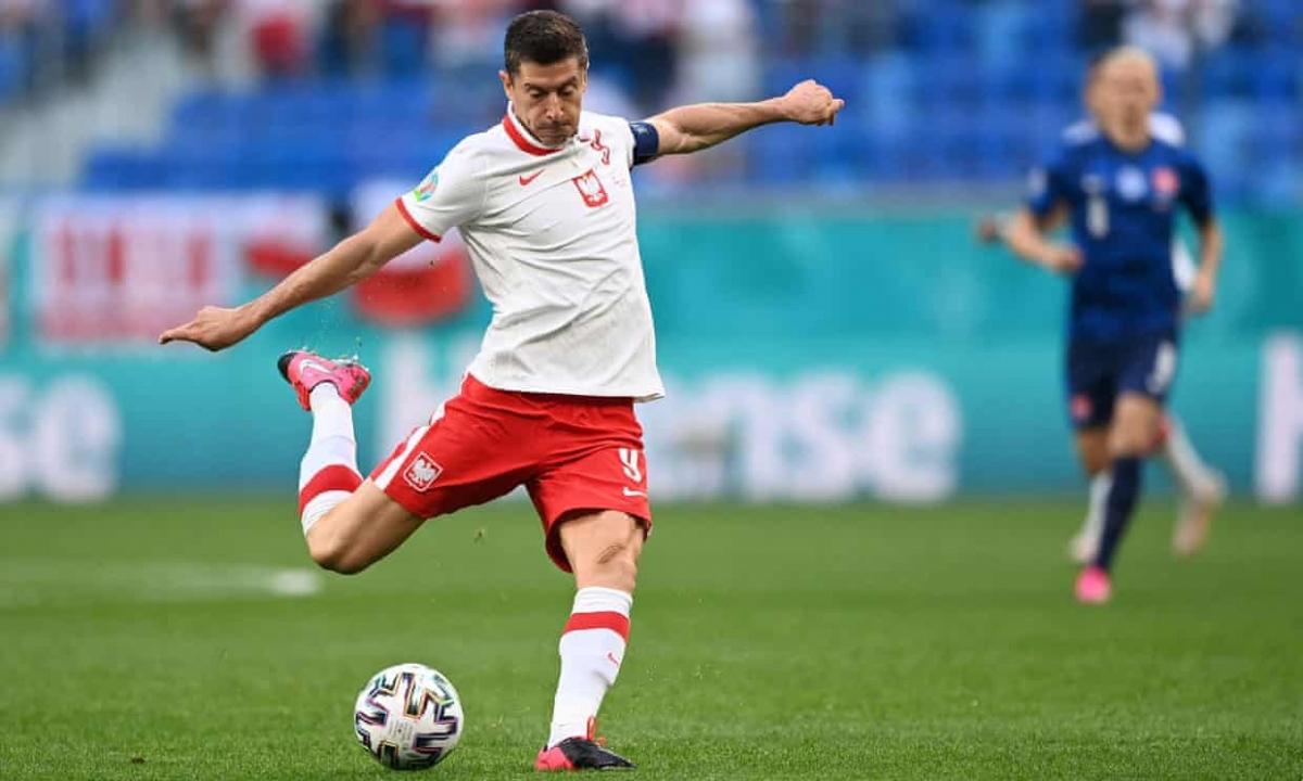 Lewandowski gây thất vọng, Ba Lan gục ngã trước Slovakia. (Ảnh: Getty)