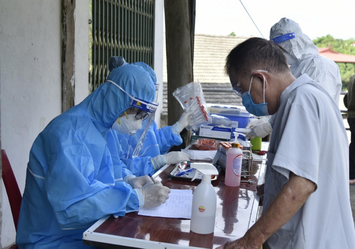 UBND tỉnh Bắc Kạn yêu cầu các địa phương triển khai ngay việc điều tra, truy vết, các trường hợp F1 và lấy mẫu xét nghiệm với những người liên quan đến ca bệnh.