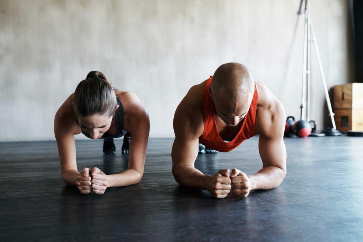 Không tập cơ bụng: Nếu nhóm cơ cốt lõi (core) của bạn chắc khỏe, bạn sẽ ít có nguy cơ bị đau lưng hơn. Cơ bụng yếu đồng nghĩa với việc lưng của bạn phải chịu nhiều áp lực hơn, dẫn đến đau lưng.