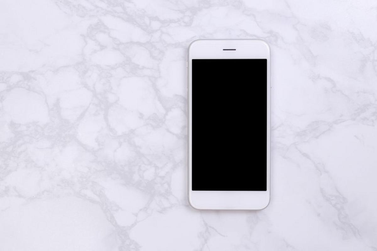 Các thiết bị điện tử không chống nước: Nhiều người có thói quen mang điện thoại vào nhà tắm, nhưng độ ẩm cao trong nhà tắm có thể khiến các thiệt bị này nhanh bị hỏng hóc. Nếu bạn muốn thưởng thức âm nhạc trong khi tắm, hãy đầu tư một chiếc loa chống nước dành riêng cho phòng tắm./.