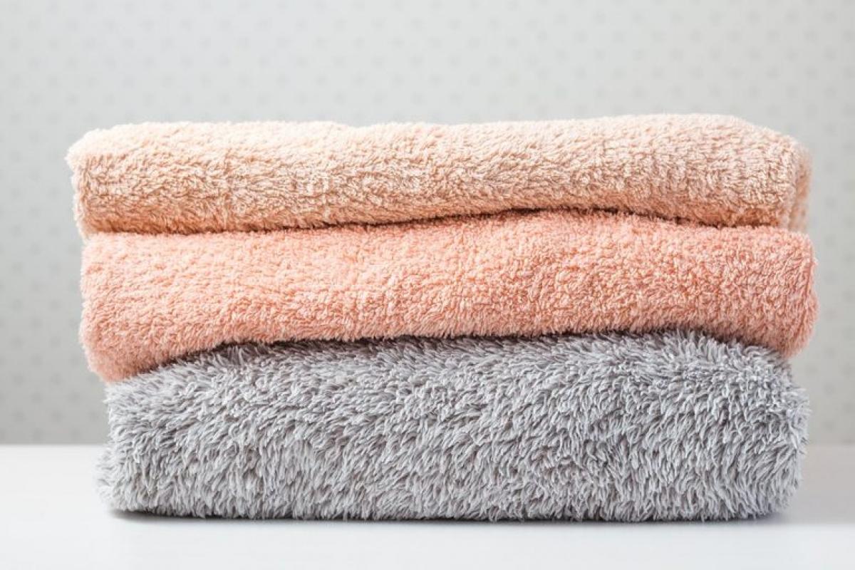 Khăn tắm: Phòng tắm là môi trường sinh sôi lý tưởng của nấm mốc và vi khuẩn, mà khăn tắm của bạn thì rất dễ bị những thứ kinh khủng này bám vào. Nếu bạn để khăn tắm và khăn mặt trong phòng tắm, hãy chú ý thay chúng sau ba đến năm lần sử dụng.