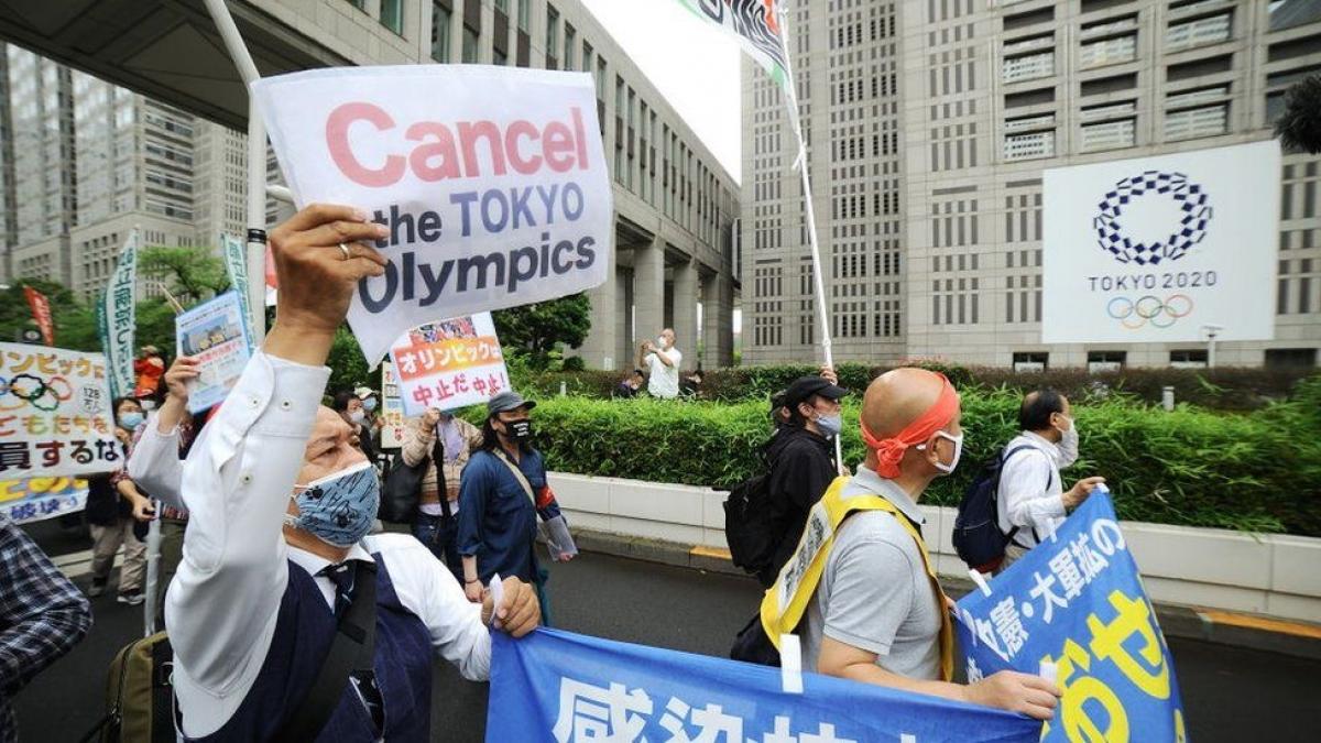 Người dân Nhật Bản kêu gọi hủy Thế vận hội Olympic do lo ngại dịch Covid-19. Ảnh: BBC