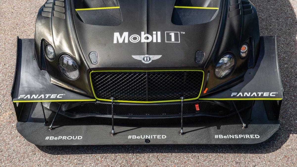 Bentley Continental GT3 Pikes Peak sẽ đua tại sự kiện leo đồi vào ngày 27/6, với màu đen và vàng của Roger Clark Motorsport và người điều khiển nó không ai khác ngoài nhà vô địch Pikes Peak ba lần, Rhys Millen.