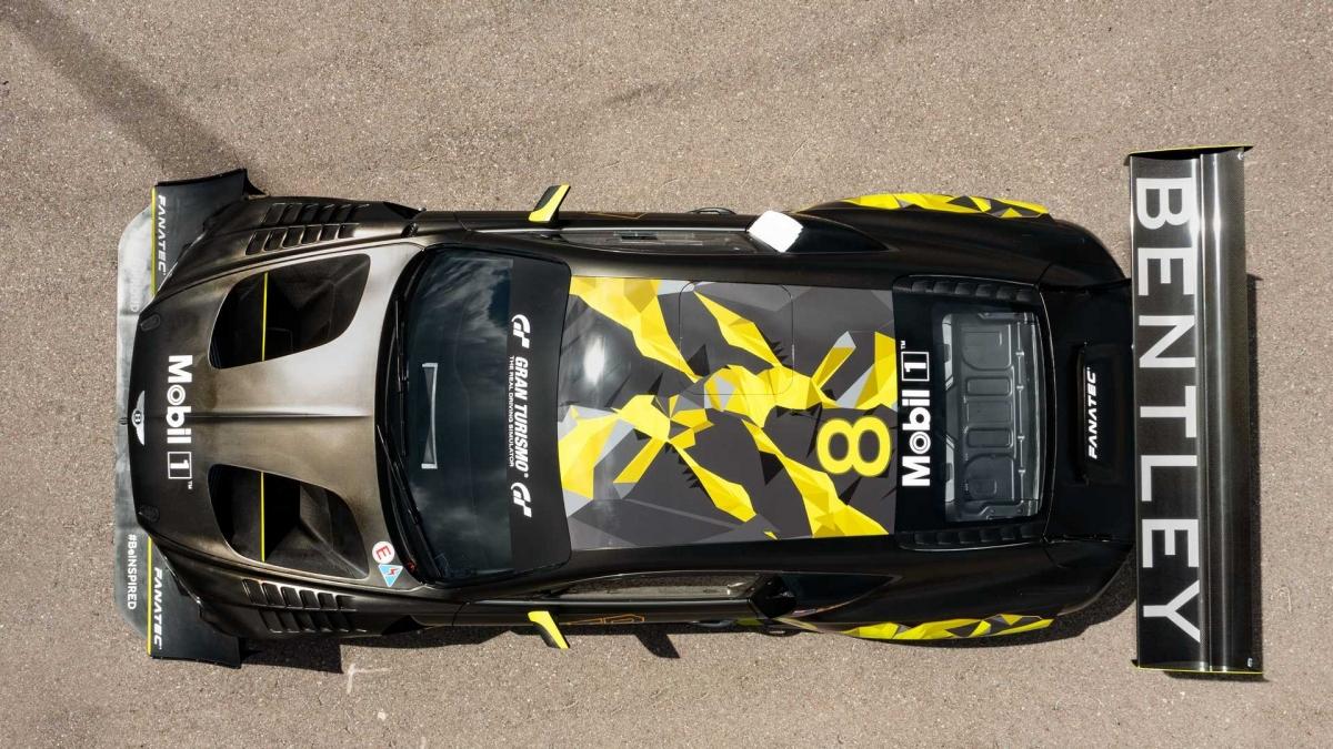 Và tiếp theo là những sửa đổi lớn về khí động học; Continental GT3 Pikes Peak mới tạo ra lực xuống nhiều hơn 30% ở mực nước biển nhờ bộ khí động học mới trong khi vẫn duy trì sự cân bằng khí động học trước / sau. Cánh gió sau lớn nhất từng được trang bị cho một chiếc Bentley được ghép nối với một bộ khuếch tán ấn tượng không kém nhưng sự cân bằng vẫn được duy trì nhờ gói khí động học ở phía trước.