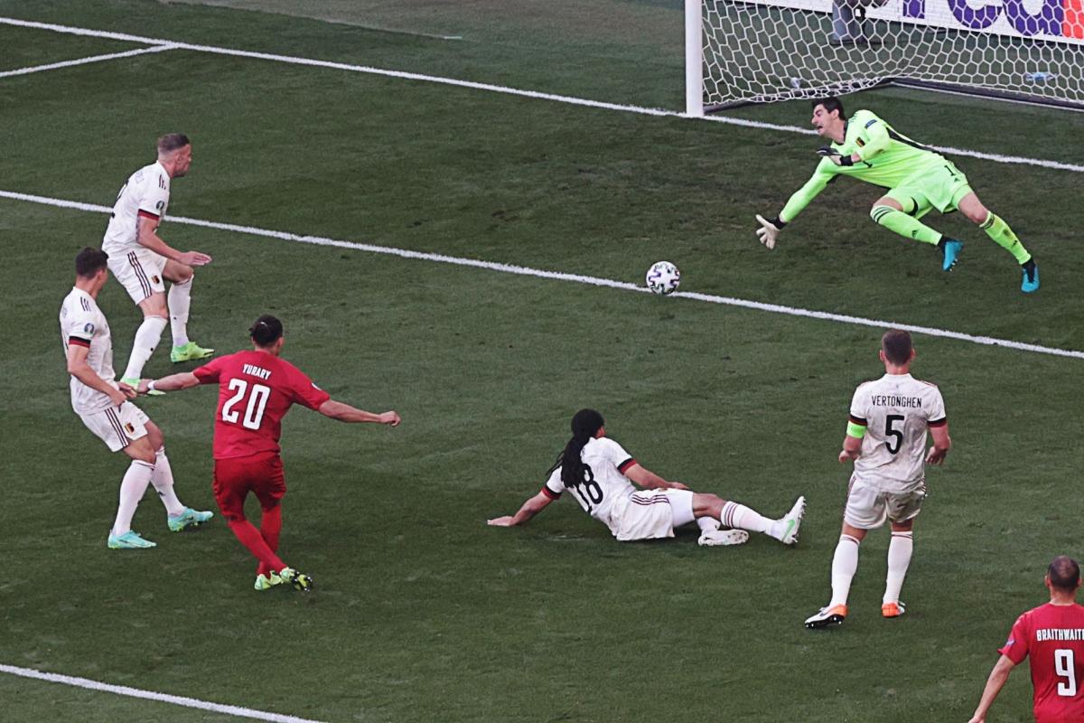 Bàn thua trước Đan Mạch bộc lộ điểm yếu của Bỉ. (Ảnh: Reuters)