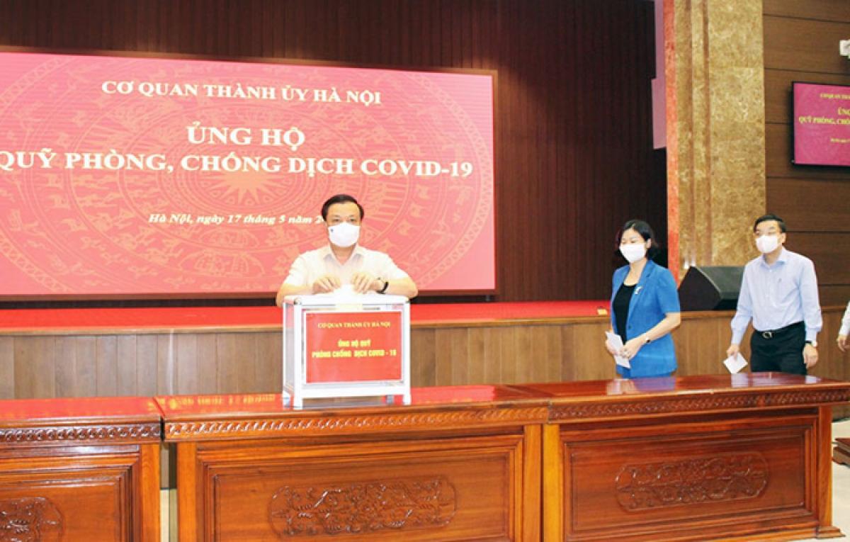 Thường trực Thành ủy Hà Nội ủng hộ Quỹ phòng, chống dịch Covid -19 của thành phố