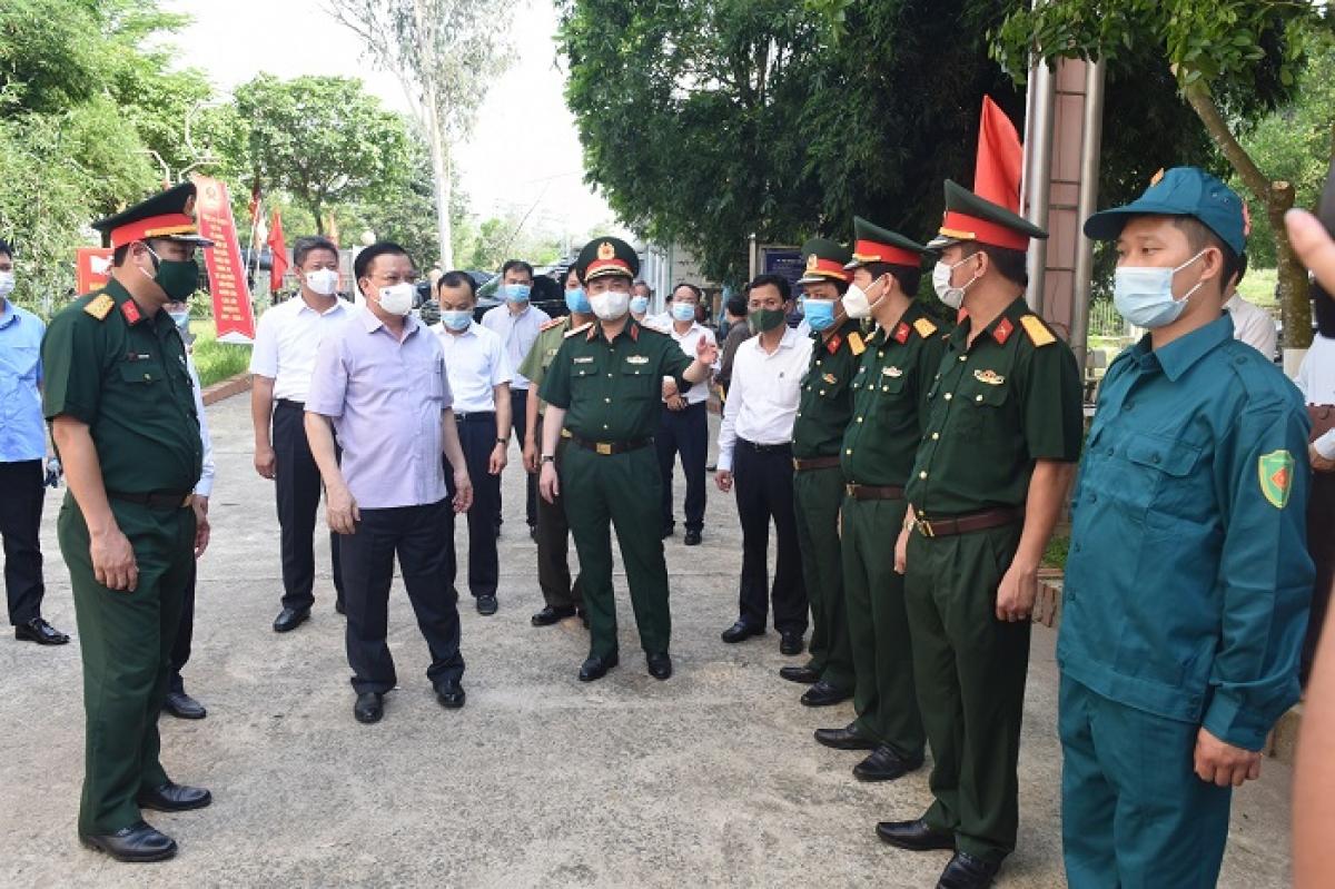 Bí thư Thành ủy Hà Nội Đinh Tiến Dũng và lãnh đạo thành phố Hà Nội kiểm tra tại khu cách ly Trung tâm Giáo dục quốc phòng an ninh - Đại học Quốc gia Hà Nội