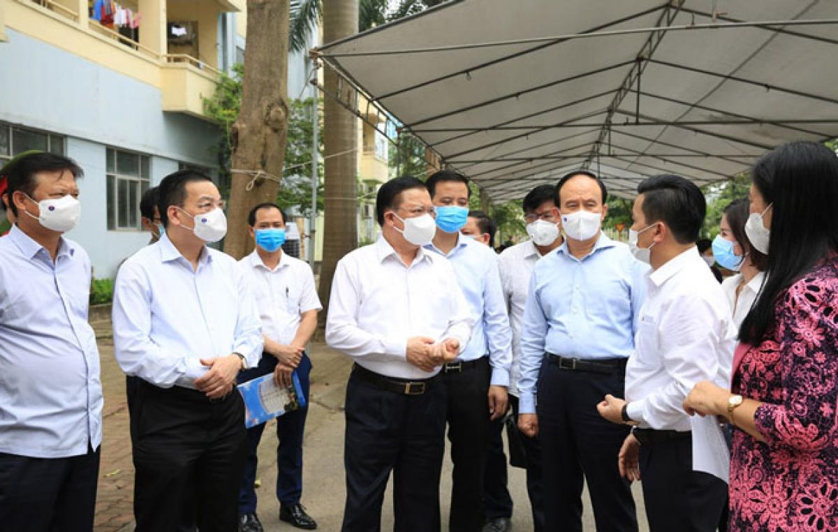 Bí thư Thành ủy Hà Nội Đinh Tiến Dũng kêu gọi nhân dân thành phố tiếp tục đồng hành, ủng hộ quy định của thành phố trong phòng, chống dịch Covid-19.