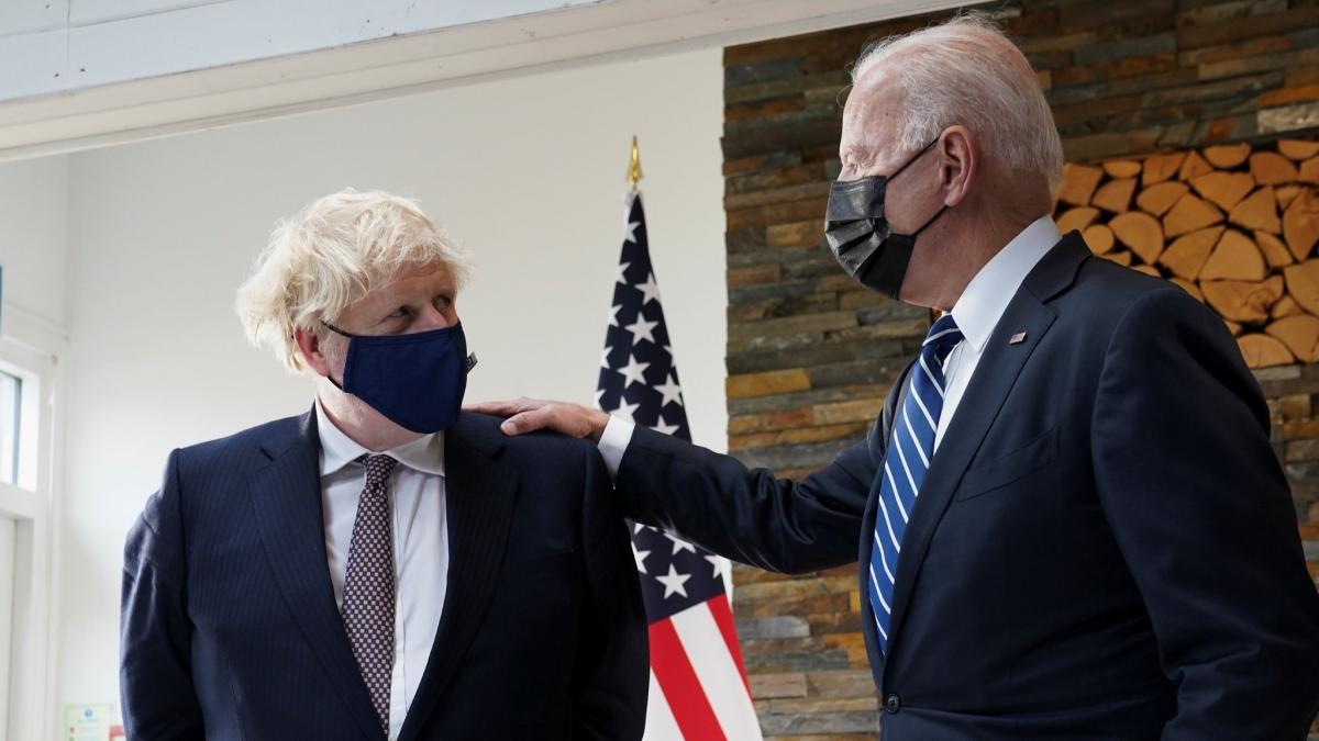 Thủ tướng Anh Boris Johnson và Tổng thống Mỹ Joe Biden gặp nhau ngày 10.66 tại Cornwall, Anh. Ảnh: Reuters