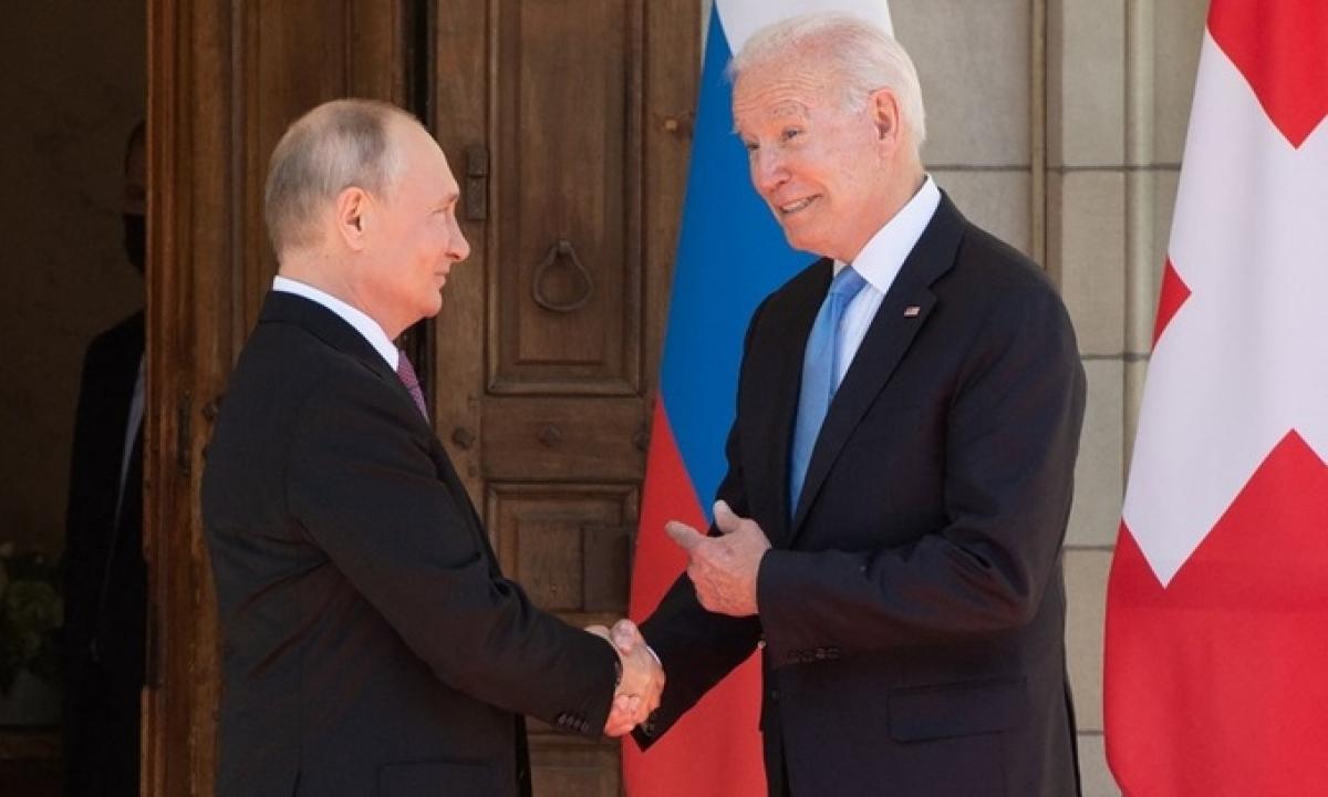Tổng thống Mỹ Joe Biden (phải) và Tổng thống Nga Vladimir Putin tại hội nghị thượng đỉnh ở Geneva, Thụy Sĩ hôm 16/6. Ảnh: AFP.