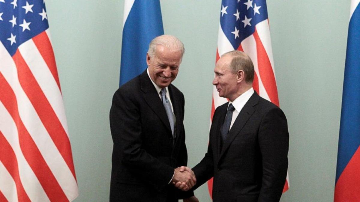 Cuộc gặp năm 2011 tại Moscow giữa Phó Tổng thống Mỹ Joe Biden và Thủ tướng Nga Vladimir Putin. Ảnh: Reuters