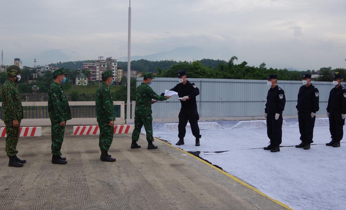 Lực lượng bảo vệ biên giới Việt - Trung trao đổi nghiệp vụ tuần tra liên hợp