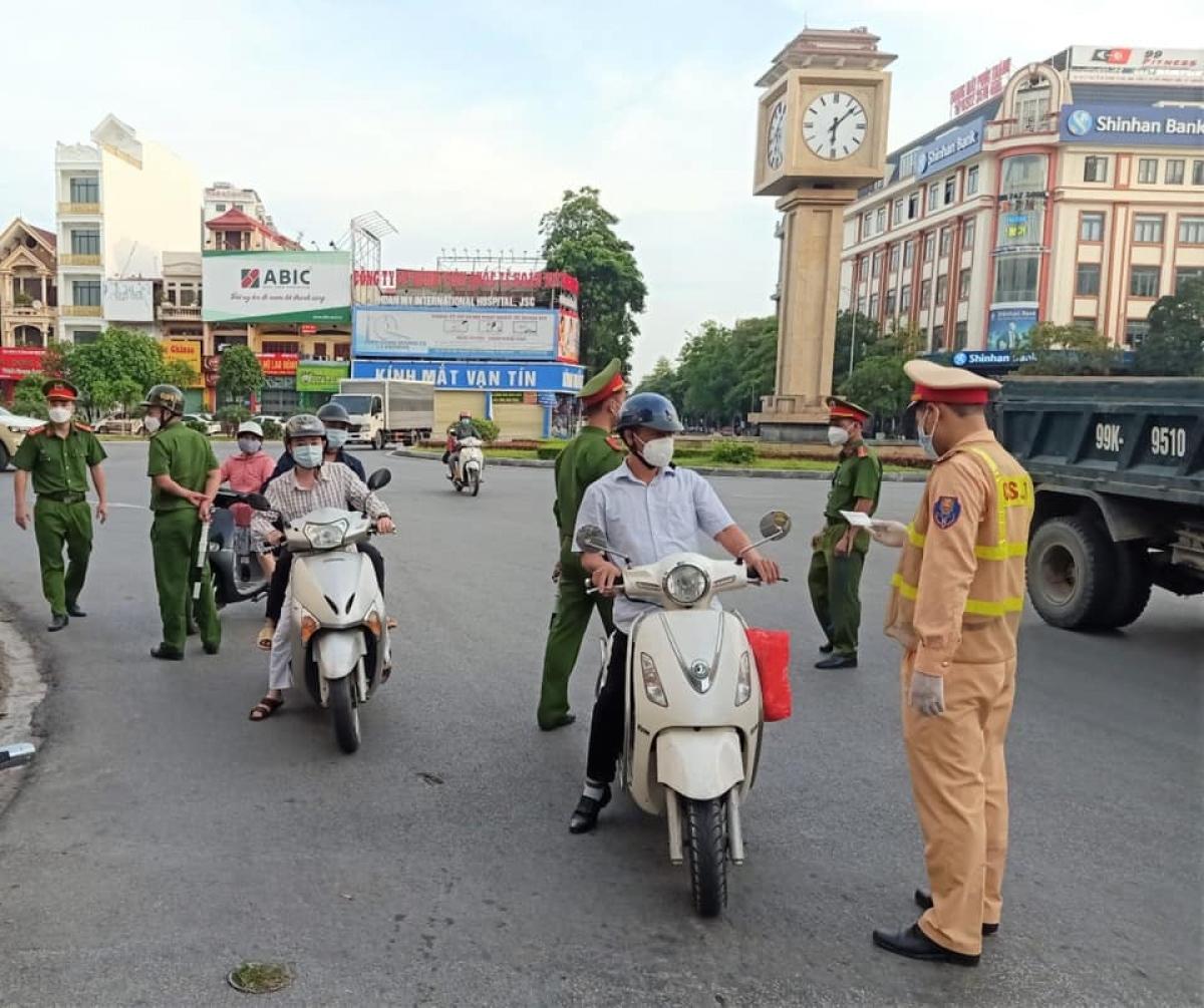 Thành phố Bắc Ninh kiểm soát chặt việc ra vào thành phố phòng dịch Covid-19.