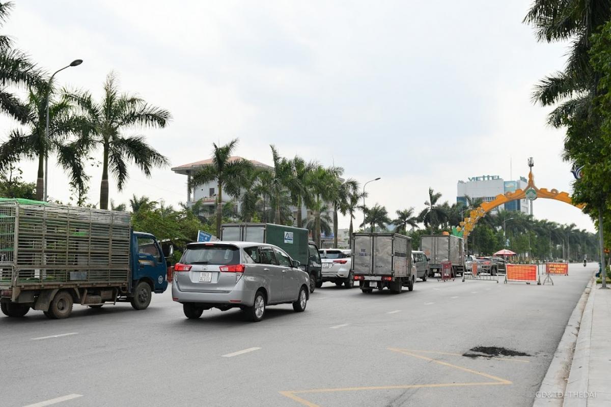 Chốt kiểm soát dịch Covid-19 cho người dân TP Bắc Ninh.