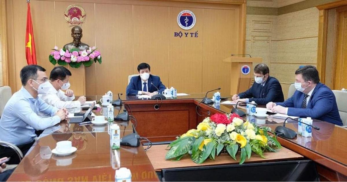 Bộ trưởng Bộ Y tế làm việc với Quỹ Đầu tư Trực tiếp Nga về vấn đề vaccine phòng COVID-19 chiều 2/6. (Ảnh: Trần Minh)