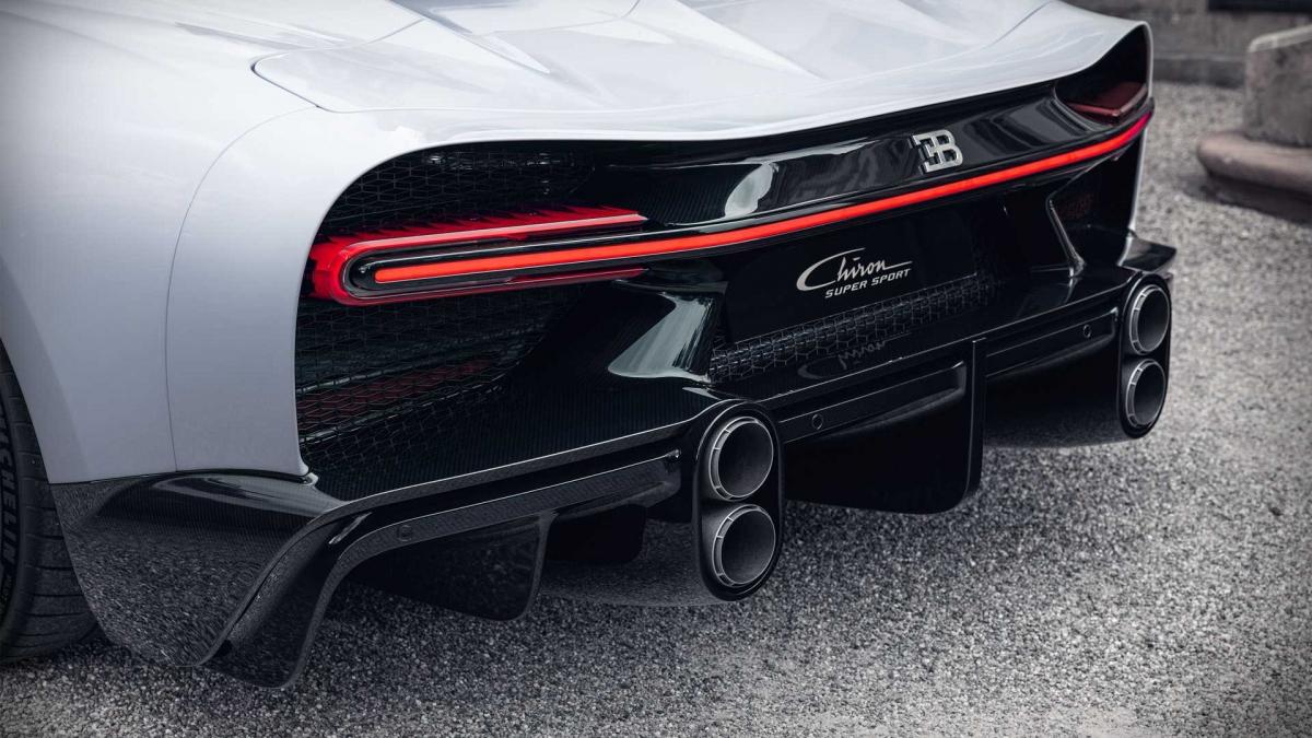 Theo công bố của hãng, chiếc xe cũng có thể được trang bị kèm bộ mâm làm bằng ma-giê tương tự Chiron Pur Sport, nhẹ hơn 23 kg.