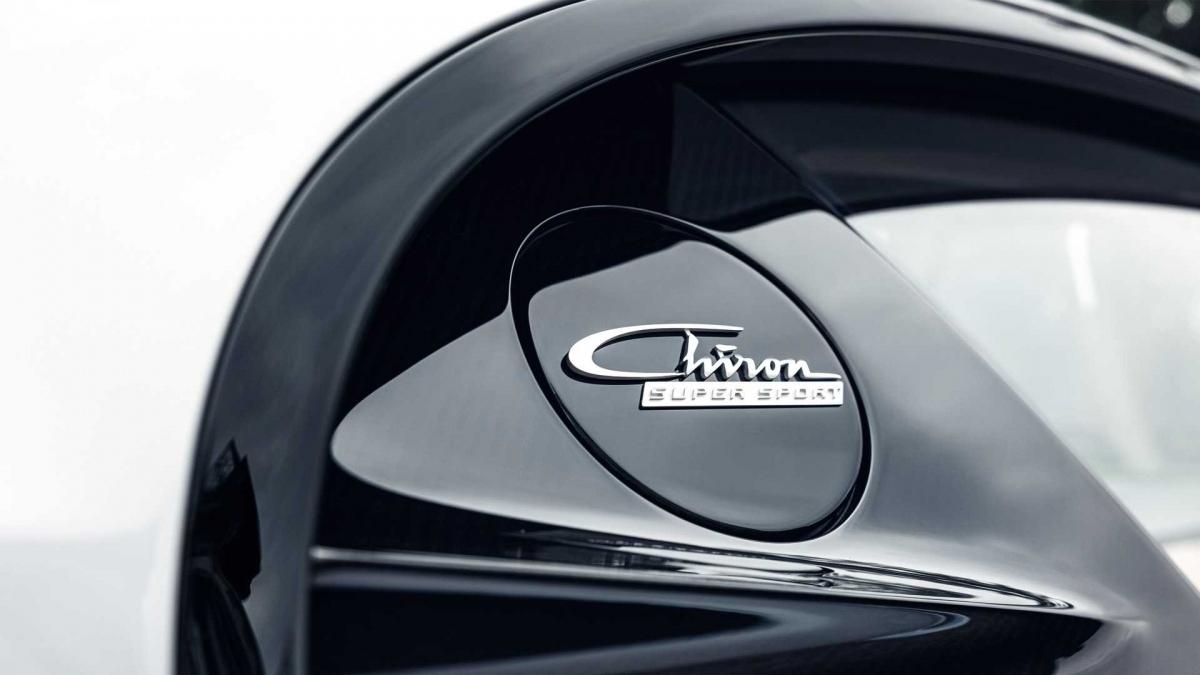 Về mặt hiệu suất, xe vẫn được trang bị động cơ W16 dung tích 8.0 lít cùng bốn bộ tăng áp quen thuộc.