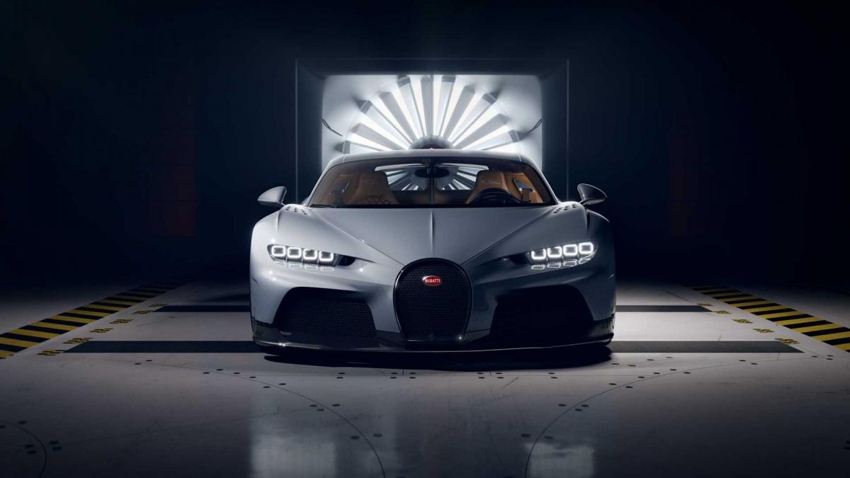 Ở ngoại thất, thiết kế của Chiron Super Sport vẫn được giữ nguyên như trên bản 300+ phá kỷ lục trước đây.