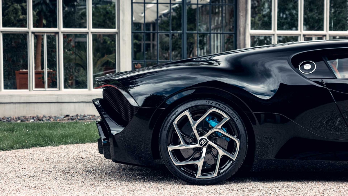 Mặc dù được sản xuất với số lượng chỉ một chiếc, từng bộ phận của La Voiture Noire đều trải qua quá trình kiểm tra theo đúng tiêu chuẩn của hãng siêu xe Pháp.