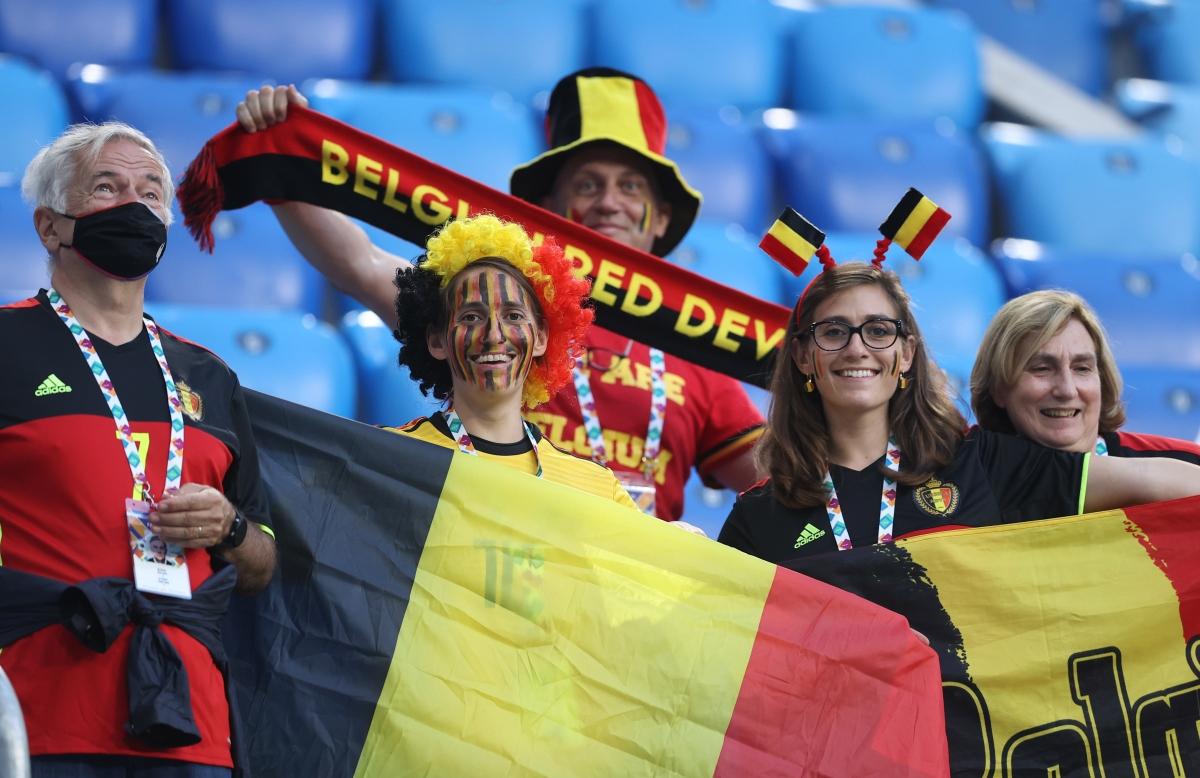 """Số ít CĐV Bỉ """"hành quân"""" đến sân của ĐT Nga đã có dịp ăn mừng chiến thắng """"hoành tráng"""" của thầy trò HLV Martinez trong ngày ra quân EURO 2021./."""