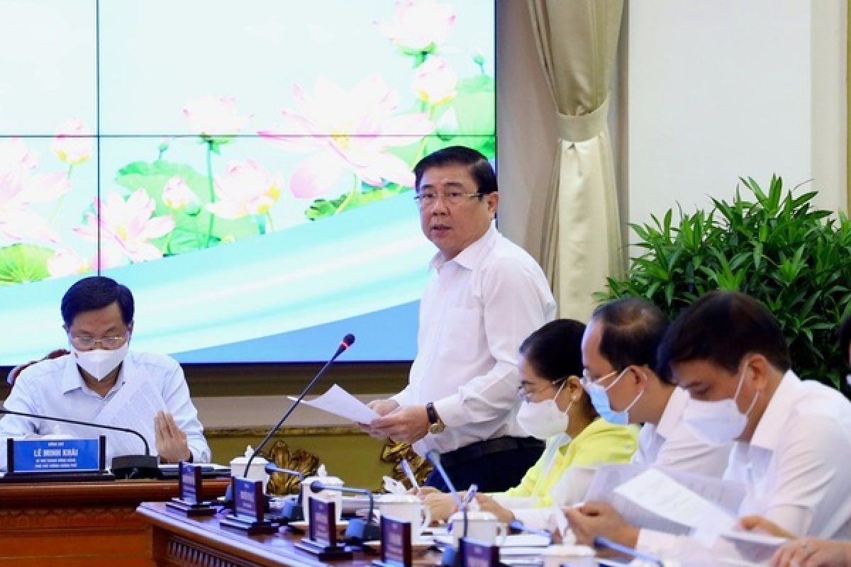 Nguyen Thanh Phong, chairman of the Ho Chi Minh City People's Committee addresses the meeting (Photo: vietnamnet.vn)