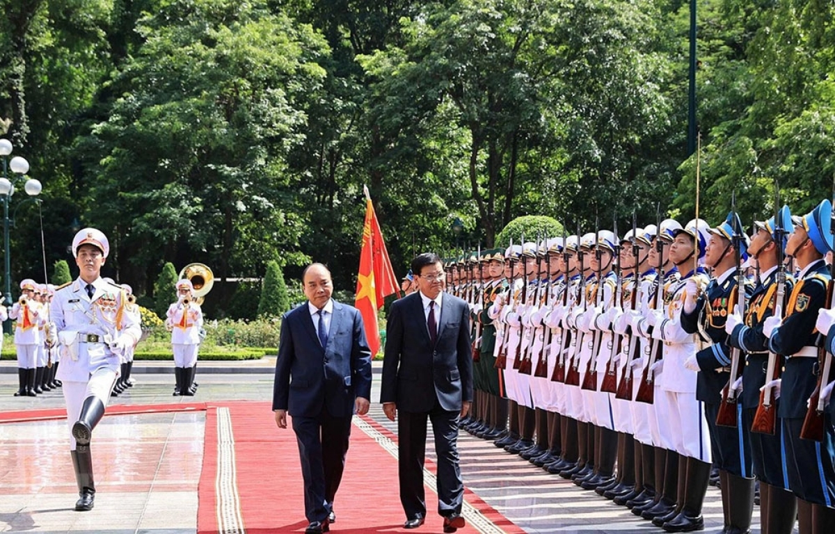 Hai nhà lãnh đạo duyệt Đội Danh dự Quân đội Nhân dân Việt Nam.